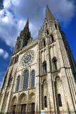 Frankrike Chartres domkyrkafasad och Klocka torn Arkivbilder