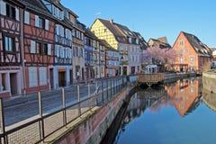Frankrike Colmar hus och kanalen Arkivfoton