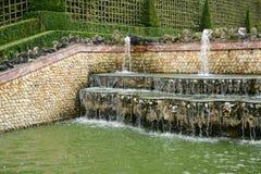 Frankrike dungen för tre springbrunnar i den Versailles slotten parkerar Royaltyfria Foton