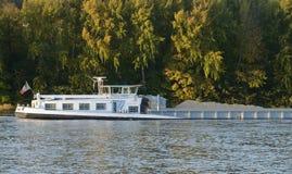 Frankrike en pråm på Seinet River i Les Mureaux Royaltyfria Foton