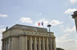 Frankrike flagga på Trocadero byggnad från Paris i Frankrike Fotografering för Bildbyråer