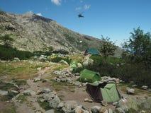 Frankrike Korsika, Corsician fjällängar, Juni 19, 2017: helikopterdropp Arkivbild