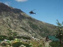 Frankrike Korsika, Corsician fjällängar, Juni 19, 2017: helikopterdropp Royaltyfri Foto