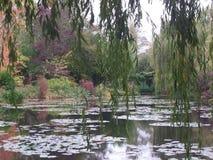 Frankrike Loire Valley, Giverny, trädgård för Claude Monet ` s, japansk bro royaltyfri bild