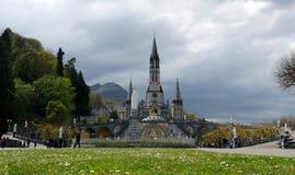 Frankrike Lourdes Sikt av domkyrkan i Lourdes Royaltyfri Bild