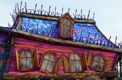 Frankrike, Paris, Disneyland, Oktober 14, 2018 Disneyland garneringdetalj och fönster arkivbild
