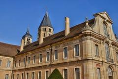 Frankrike pittoresk stad av Cluny i Saone och Loire Arkivbilder
