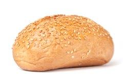 Frans broodje met geïsoleerdeg korrels. Stock Foto's
