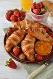 Frans croissant voor ontbijt stock foto