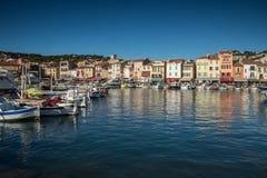 Frans dorp van Cassissen met haven, Royalty-vrije Stock Foto's