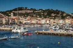 Frans dorp van Cassissen met haven, Stock Afbeeldingen