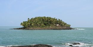 Frans-Guyana, Iles du Salut - Reddings` s Eilanden: Duivels` s Eiland met Dreyfus-Hut royalty-vrije stock afbeeldingen