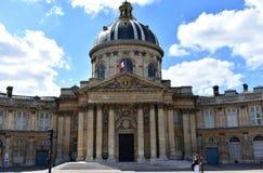 Frans Instituut, Franse Academie Institut de France, de voorgevel van Academie Francaise en koepel Parijs, Frankrijk, 17 Augustus stock foto's