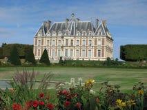 Frans kasteel op mooie gronden. Stock Afbeelding