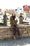 Frans meisje met baguettes stock afbeeldingen
