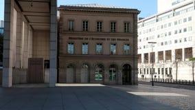 Frans ministerie van financi?n in Bercy - Parijs, Frankrijk stock video