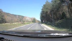 Frans weg en platteland in de Pyreneeën orientales, Frankrijk stock video