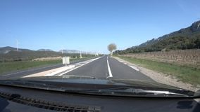 Frans weg en platteland in de Pyrenee?n orientales, Frankrijk stock video