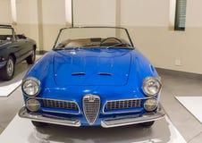 Franschhoek, cabo ocidental, África do Sul - 16 de dezembro de 2018: Veículo motorizado azul de Romeo Spider do alfa do vintage foto de stock royalty free