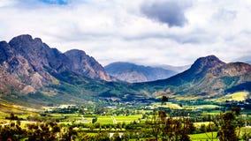 Franschhoek dal i det västra uddelandskapet av Sydafrika med dess många vingårdar som är delen av udden Winelands royaltyfria bilder