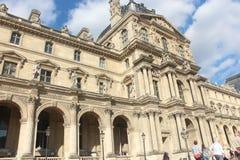 Franse architectuur blauwe hemel Parijs Stock Afbeeldingen