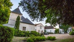 Franse Chateau in Frankrijk onder blauwe hemel Royalty-vrije Stock Foto's