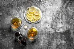 Franse cognac met citroen stock foto