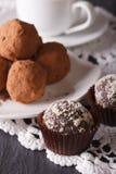 Franse de snoepjesclose-up van de chocoladetruffel op een kant verticaal Royalty-vrije Stock Afbeeldingen