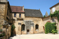 Franse dorpsbinnenplaats Stock Afbeeldingen