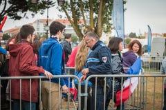 Franse gemeentelijke politie die het publiek controleren Stock Foto