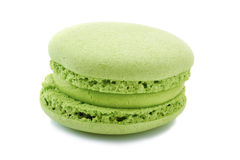 Franse groene macaron op wit Stock Afbeelding
