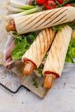 Franse Hotdogs met ketchup en mosterd, heerlijk straatvoedsel Royalty-vrije Stock Foto