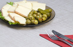 Franse kaas, gevulde olijven Royalty-vrije Stock Afbeeldingen