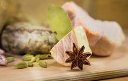 Franse kaasdriehoek met kruiden Stock Foto's
