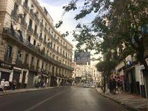 Franse koloniale kant van de stad van Algiers, Bach Djarrah Algerije De moderne stad heeft vele oude Franse typegebouwen stock foto
