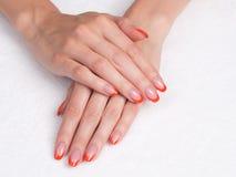 Franse manicure met oranje uiteinden Royalty-vrije Stock Afbeelding