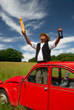 Franse mens met zijn typische rode auto Stock Fotografie