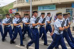 Franse Politiemannen op Parade voor de Nationale feestdag in Saint Martin stock foto