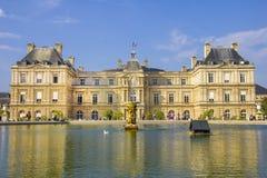 Franse Senaat en Jardin du Luxemburg stock afbeeldingen