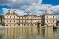 Franse Senaat en Jardin du Luxemburg royalty-vrije stock afbeeldingen