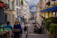 Franse Straten op Montmartre-Heuvel in Parijs Stock Fotografie