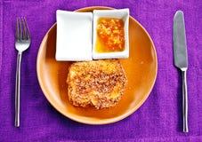 Franse toost met jam en yoghurt Royalty-vrije Stock Afbeeldingen