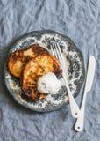 Franse toost met yoghurt Heerlijke ontbijt of snack royalty-vrije stock fotografie