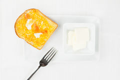 Franse toost, oranje marmelade, boter, vork Royalty-vrije Stock Foto's