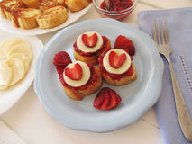 Franse toosts met jam en room Stock Foto's