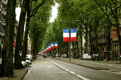 Franse vlaggen op boulevard Royalty-vrije Stock Afbeelding