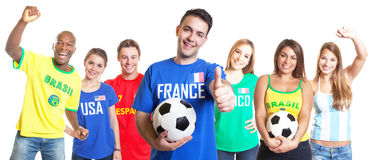 Franse voetbalventilator met voetbal die duim met andere ventilators tonen Stock Foto's