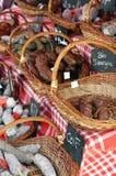 Franse worsten op de landelijke markt in de Provence Stock Foto