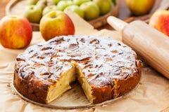 Fransk äpple- och päronpaj Royaltyfria Foton