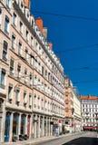 Fransk arkitektur i den 1st arrondissementen av Lyon arkivbilder
